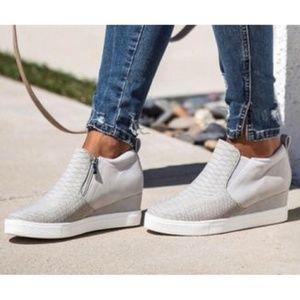 VICI Urban Girl Wedge Sneaker
